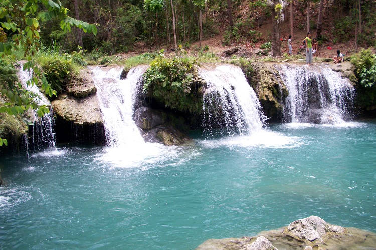 Le cascate Cambugahay a Siquijor.