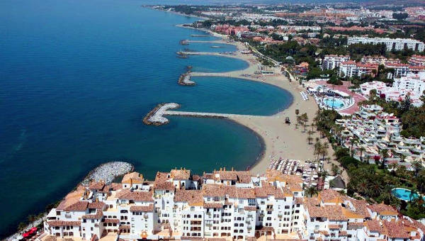 Una spiaggia in Spagna vicino Marbella.