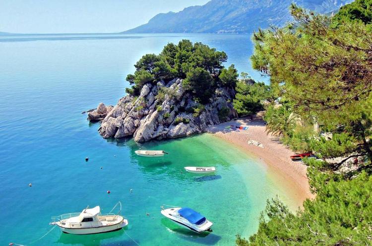 Spiaggia croata di Punta Rata a Brela.