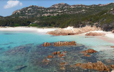 La spiaggia rosa di Budelli in Sardegna.