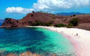 La bellissima spiaggia rosa di Lombok.