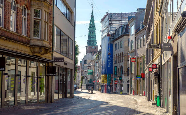 Stroget, la strada pedonale più lunga d'Europa è la via dello shopping a Copenhagen.