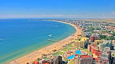 La fantastica costa sabbiosa del mare di Sunny Beach.