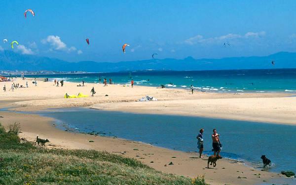 Una spiaggia di Tarifa, in Andalusia.