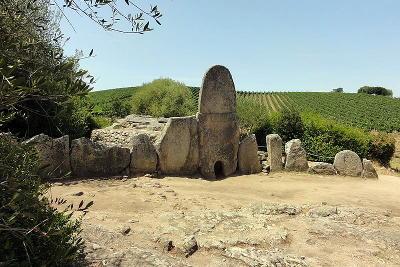 Tomba dei Giganti di Coddu Vecchiu.