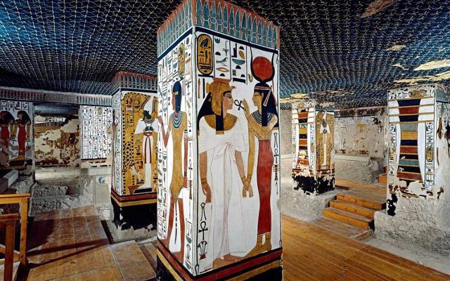 Il meraviglioso interno della tomba di Nefertari.