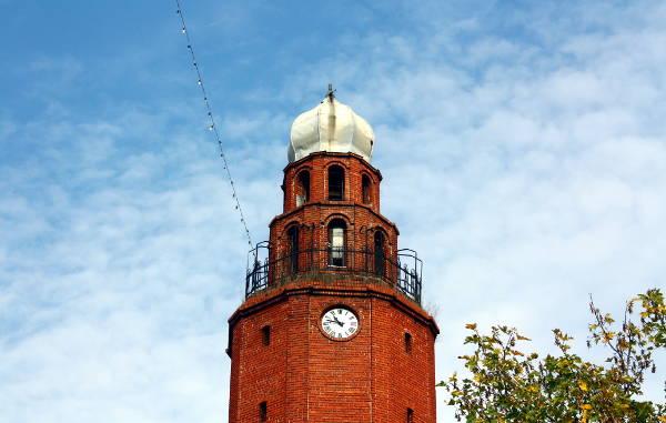 La torre dell'orologio di Skopje.