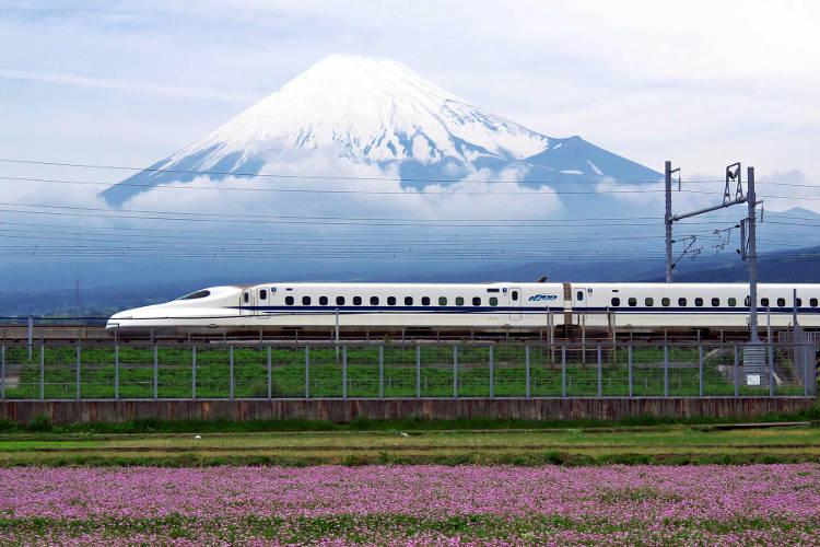 Un treno in Giappone che si può prendere con il Japan Rail Pass.