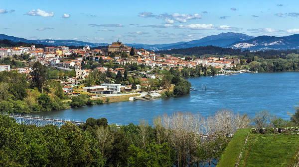La cittadina di Tui in Spagna, sul percorso del Cammino di Santiago in Galizia.