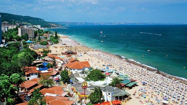 Varna in Bulgaria con la bellissima spiaggia sul mare.