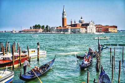 Andare in gondola a Venezia.