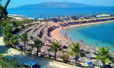 Viaggiare in Albania, una spiaggia esotica a Saranda.