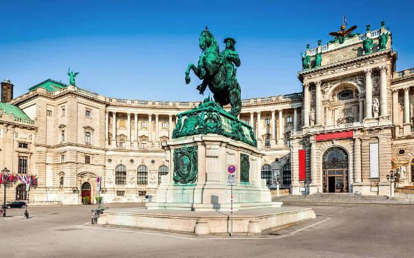 La biblioteca nazionale a Vienna.