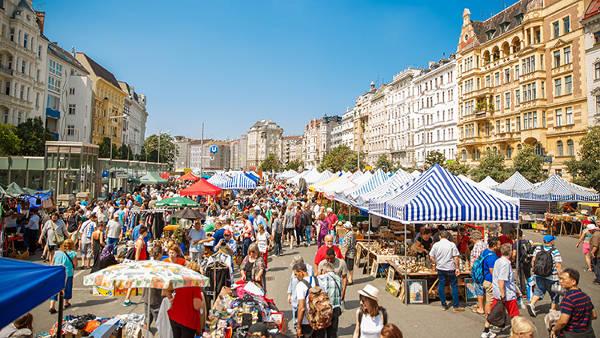 Il mercato di Naschmarkt a Vienna in Austria.